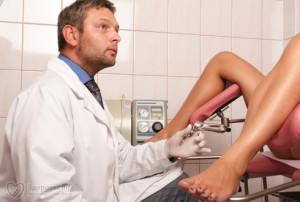 Доктор на гинекологическом осмотре